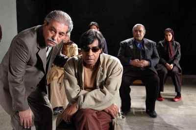 از راست: خسرو شکیبایی، اسماعیل شنگله - سینمایی عروسک فرنگی اولین کارگردانی فرهاد صبا