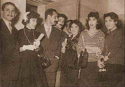 به ترتیب از چپ: فریدون مشیری، فروغ فرخزاد، هوشنگ ابتهاج، نادر نادرپور، محمد قاضی، لعبت والا، سیمین بهبهانی و خواهر نادر نادرپور