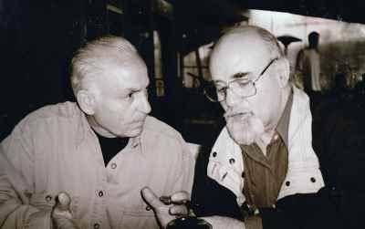 از راست: رضا براهنی، سیراک ملکنیان