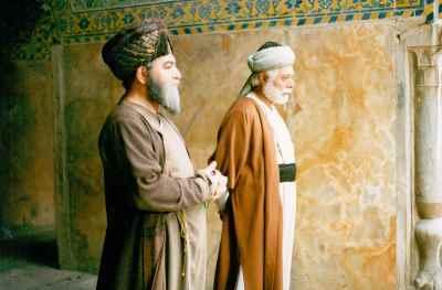 از راست: علی نصیریان، اسماعیل شنگله - مجموعه تلویزیونی شیخ بهایی، کارگردان: شهرام اسدی