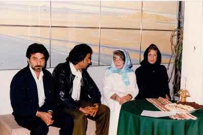منصوره حسینی، مصطفی دشتی (در وسط تصویر)