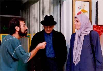 از راست :ژاله علو ، رضا بابک ، اصغر فرهادی - مجموعه تلویزیونی چشم انتظار ؛ کارگردان : اصغر فرهادی - سال 1377