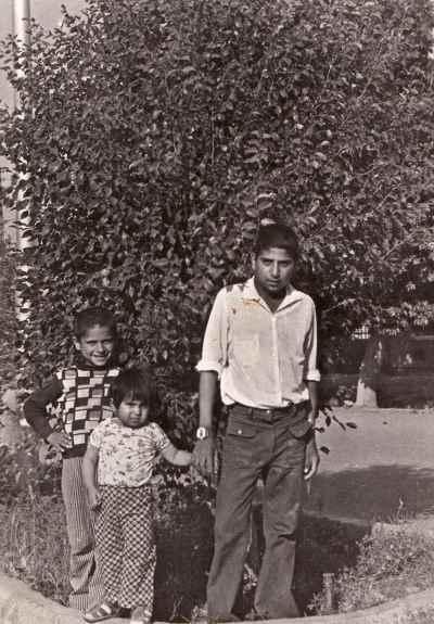 مصطفی دشتی در 13 سالگی(سمت راست) - خاش