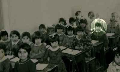 فاطمه معتمد آریا در دوران کودکی - کلاس اول دبستان - سال 1347