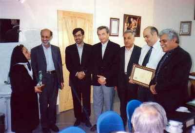 هارون یشایایی (سمت راست)