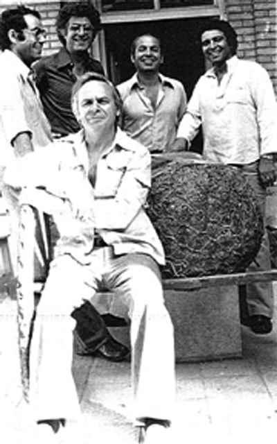 مارکو گریگوریان (نشسته جلوی تصویر)، ایستاده راست: مسعود عربشاهی، سیراک ملکنیان، غلامحسین نامی، مرتضی ممیز -  در گروه آزاد