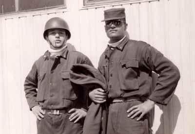 احمد پژمان در دوران سربازی  (راست تصویر)