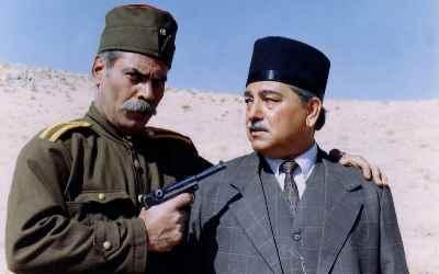 اسماعیل شنگله (سمت راست) - خانه ای در تاریکی - کارگردان: سعید سلطانی