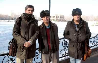 از راست: علی صمدپور، احمد پژمان، فرهود صفرزاده