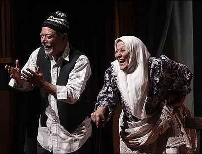 محبوبه بیات، علی نصیریان - نمایش آدم خوابش میگیره،  نویسنده: علی نصیریان، کارگردان: محسن معینی