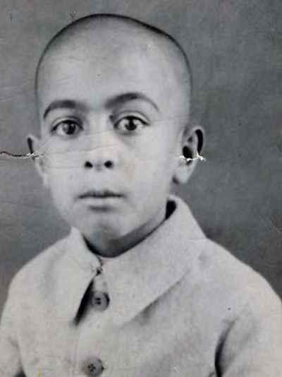 عبدالله انوار در دوران کودکی