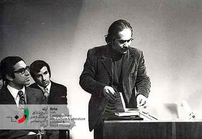 گفت و گوی تلویزیونی با مهدی اخوان ثالث (ایرج پارسی نژاد سمت چپ تصویر )
