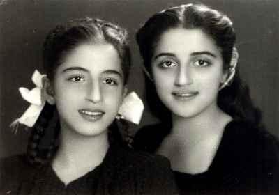 ایران درودی (سمت چپ) در ده سالگی به همراه خواهرش پوران
