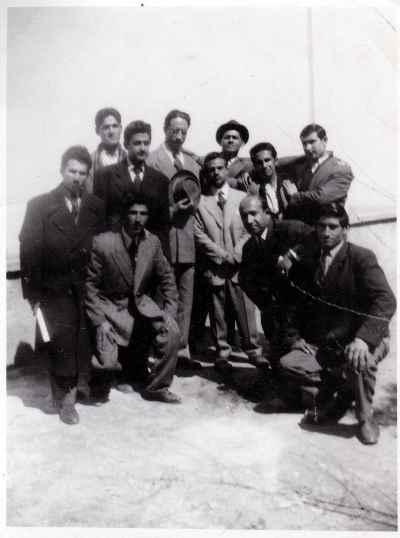 عبدالوهاب شهیدی (از راست بالا: نفر چهارم )