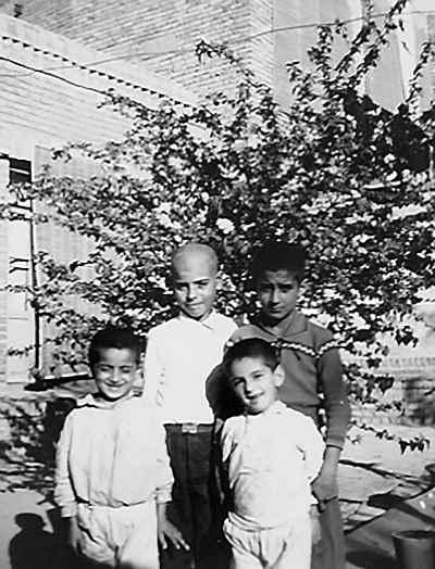 محمد سریر در دوران کودکی (سمت راست بالا)