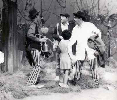 از راست: عزت الله انتظامی،  پرویز صیاد، علی نصیریان - تله تیاتر (ابرام آقا) نویسنده: پرویز صیاد، کارگردان: علی نصیریان - سال ۱۳۴۲
