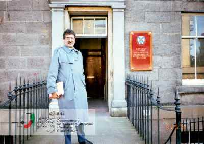احمد پوری روبه روی محل تدریس در دانشگاه ادینبرا