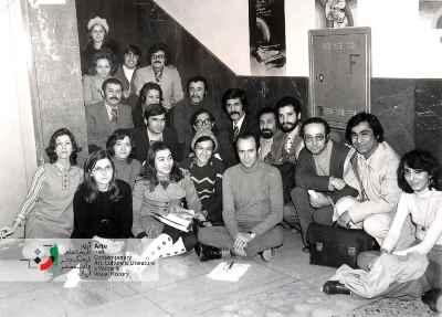 عبدالحسین آذرنگ دانشجوی دوره فوق لیسانس دانشگاه تهران، (نفر هفتم از سمت راست کنار دیوار)، سال 1353