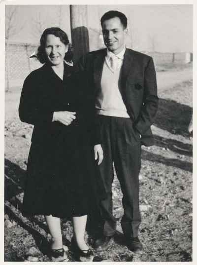 سیراک ملکنیان به همراه مادرش -تهران - سال 1952