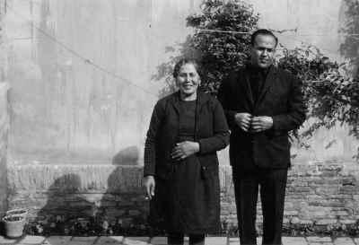 صادق تبریزی به همراه مادرشان
