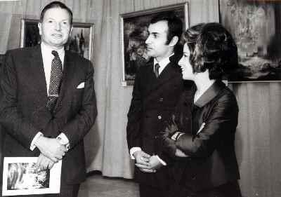 ایران درودی و همسرش پرویز مقدسی و دیوید راکفلر در نمایشگاه هتل هیلتون