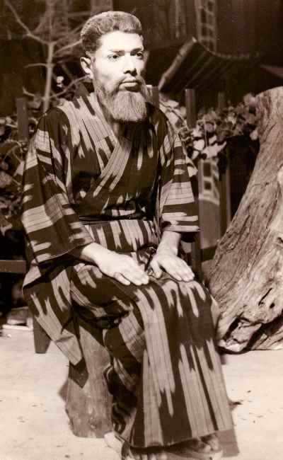 علی نصیریان - نمایشی ژاپنی ، کارگردان: جعفر والی
