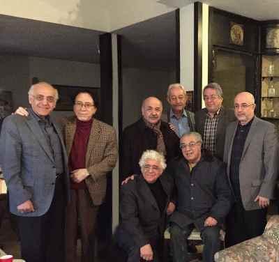 از راست ایستاده: علی مرادخانی، هوشنگ کامکار، حسن ریاحی، داوود گنجه ای، شاهین فرهت، محمد سریر - نشسته: اکبر گلپایگانی، لوریس چکناوریان