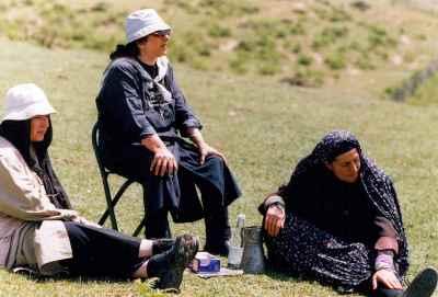 فاطمه معتمد آریا، رخشان بنی اعتماد(سمت چپ) – فیلم سینمایی گیلانه