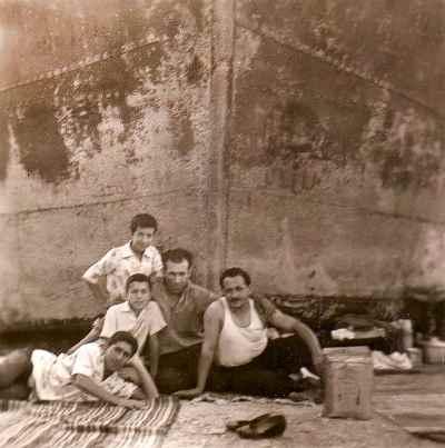 گارنیک درهاکوپیان(سومی از راست) - بندر دانالو ، سال ١٣٣٥-٣٦