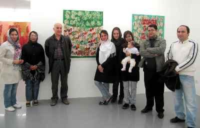 آنه محمد تاتاری (نفر سوم از چپ)- نمایشگاه