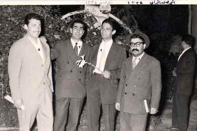 از راست: عبدالله انوار، دکتر وصال، ناشناس، احمد انصاری - هتل جهان - سال 1335