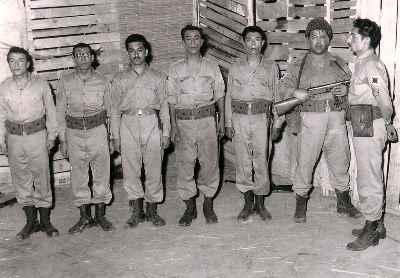 از راست : جمشید مشایخی،محمدعلی کشاورز ،علی نصیریان، پرویز کاردان، اسماعیل شنگله -نمایش پایان آهنگ - کارگردان: عباس مغفوریان