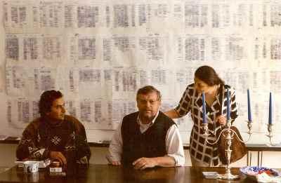 از راست: کارل اشلامینگر، مصطفی دشتی