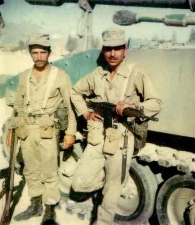 مصطفی دشتی دوران سربازی (سمت راست)