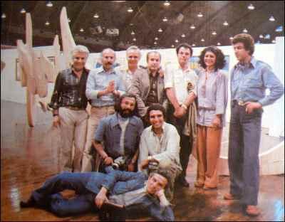 از راست: غلامحسین نامی، سیراک ملکنیان(چهارمین نفر)، مارکو گریگوریان(پنجمین نفر) - نشسته از راست: مسعود عربشاهی