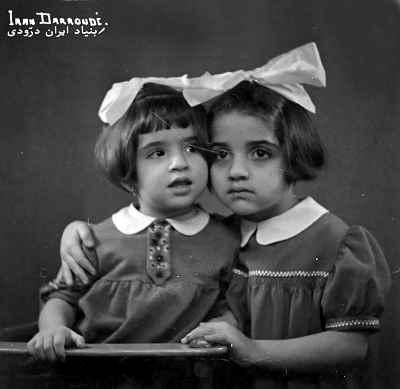 از راست: پوران و ایران درودی در دوران کودکی
