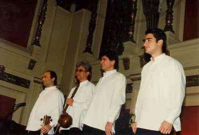 از راست: همایون شجریان، محمدرضا شجریان، سعید فرج پوری، داریوش طلایی - کنسرت سال 1997- آلمان