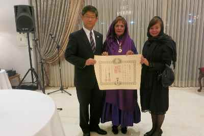 پری یوش گنجی- اهدای نشان افتخار دولت ژاپن