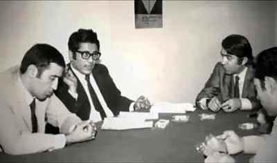 از راست: علی نصیریان، عزت الله انتظامی، ناشناس، محمدعلی سپانلو  بعد از تماشای خصوصی فیلم گاو