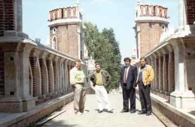 از راست: حسین زندباف، یدالله صمدی (نفر سوم) - سفر مسکو