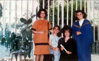 از راست: نیلوفر ضیایی، فرح ابوالقاسم، لاله میزانی، آریا اقبال
