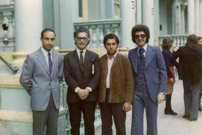 اسماعیل شنگله در دوران جوانی (نفر دوم از راست) - لندن - سال ۱۹۷۲