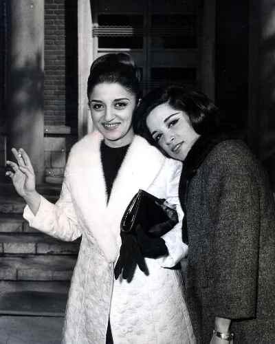 ایران درودی و خواهرش پوران در افتتاح نمایشگاه تالار فرهنگ