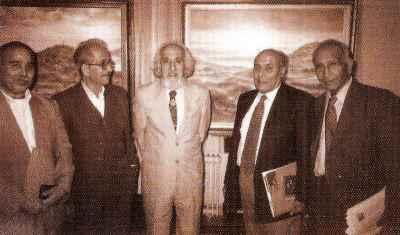 حسین محجوبی (نفر وسط تصویر)
