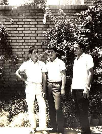 از راست: نجم الدین حسینی و علی فرامرزی و برادر حسین فرامرزی