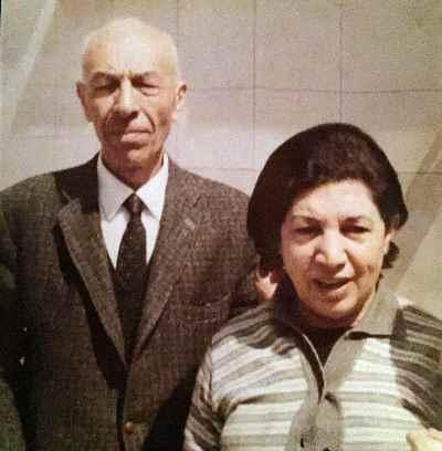 پدر و مادر سیمین اکرامی
