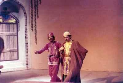 عزت الله انتظامی، علی نصیریان - نمایش بنگاه تئاترال- کارگردان: علی نصیریان، اوایل دهه ۴۰