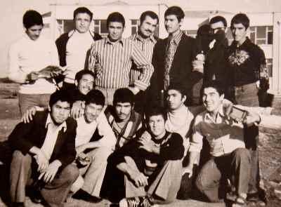 آنه محمد تاتاری در دوران جوانی (از راست نشسته نفر اول)