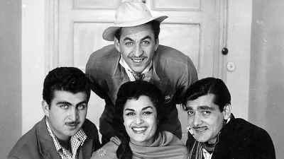 از راست: گرشاسب رئوفی، ژاله علو،  محمد متوسلانی (ایستاده) ، منصور سپهرنیا - فیلم بی ستاره ها