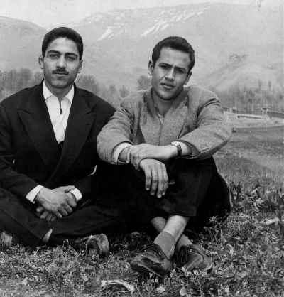 صادق تبریزی (راست تصویر)